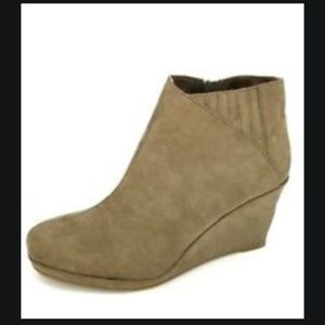 Rampage 3 inch Wedge Tan Booties, Size 7.5